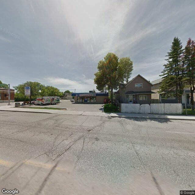 Street view of 810 Selkirk Ave, Winnipeg, MB R2X 0B7